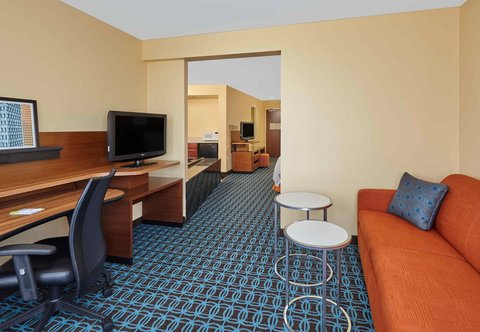 Fairfield Inn & Suites Chicago Lombard - King Spa Suite - Living Area
