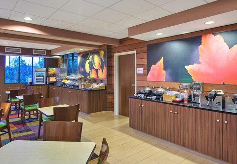 Fairfield Inn & Suites Chicago Lombard - Breakfast Buffet
