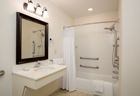 Courtyard Dayton North - Guest Bathroom