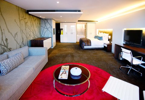 African Pride 15 on Orange Hotel - Deluxe King Guest Room - Living Area