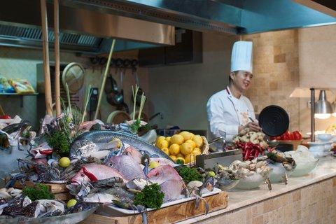 Warwick Hotel Dubai - Bayty Seafood Night
