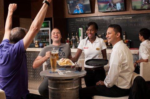 Warwick Hotel Dubai - Jimmy Wickets Friends