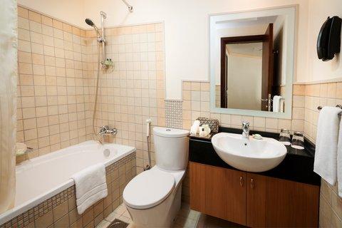 Warwick Hotel Dubai - Deluxe Suite Bathroom