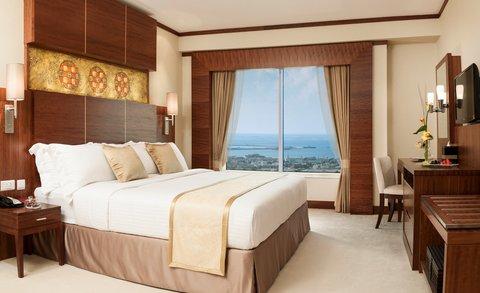 Warwick Hotel Dubai - Club Suite Bedroom