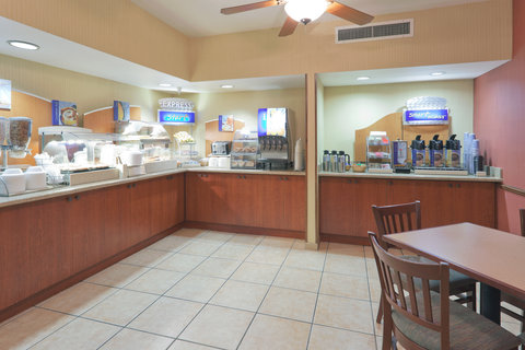 Holiday Inn Express Hotel And Suites Bishop - Breakfast Bar