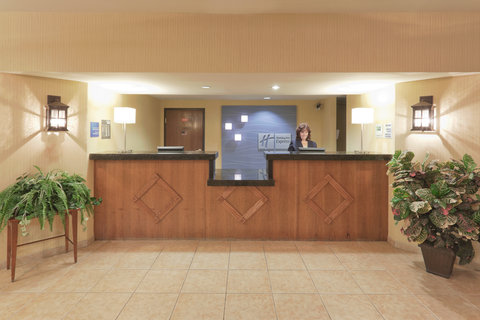 Holiday Inn Express Hotel And Suites Bishop - Front Desk