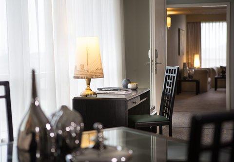 杜塞尔多夫尼盛万丽酒店 - Renaissance Suite - Living Room