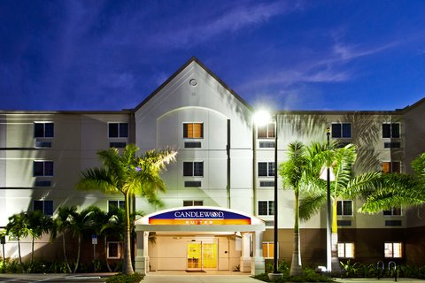Candlewood Suites Fort Myers Sanibel Gateway Hotel - Hotel Exterior at Night