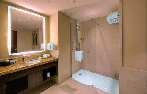 Hilton Garden Inn Trivandrum - Deluxe Room Bathroom