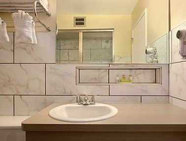 Ramada Limited Spokane Downtown - Bathroom