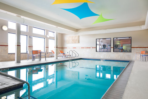 Holiday Inn Express MOLINE - QUAD CITIES - Enjoy a splash in our indoor pool