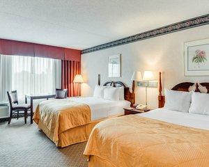 Room - Clarion Hotel Fairmont