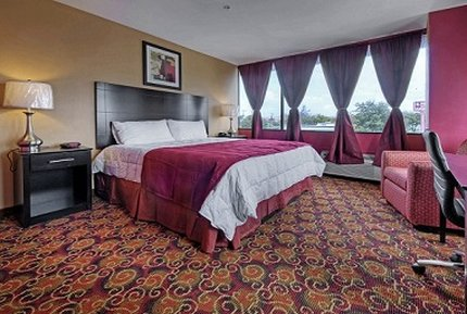 Amco Hotel and Suites - Austin - King Suite