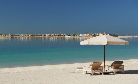 والدورف أستوريا دبي بالم جميرا - Beach Chairs