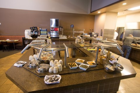 PZAZZ Resort Catfish Bend Inn and Spa - Edgewater Grille Buffet
