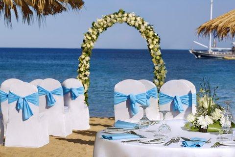 فندق هلتون شيخ فيروز - Beach Wedding