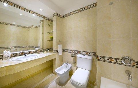 فندق هلتون شيخ فيروز - Plus Room Bathroom