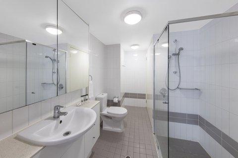 Oaks On Felix - Felix Bed Bathroom