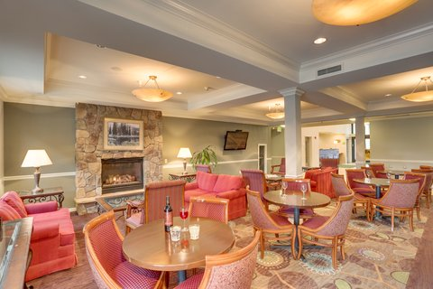 Holiday Inn SPOKANE AIRPORT - Guest Dining in the Lounge