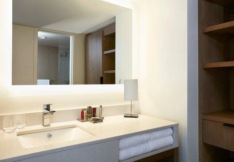Marriott Charlotte City Center Hotel - Vice Presidential Suite Bathroom