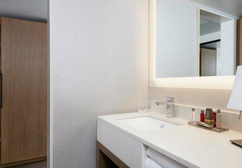 Marriott Charlotte City Center Hotel - Presidential Suite Bathroom