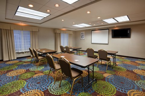 Holiday Inn Express & Suites ABERDEEN - Meeting Room