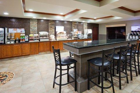 Holiday Inn Express & Suites ABERDEEN - Breakfast Area