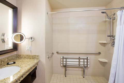 Crowne Plaza ANCHORAGE-MIDTOWN - ADA Wheelchair Accessible Bath