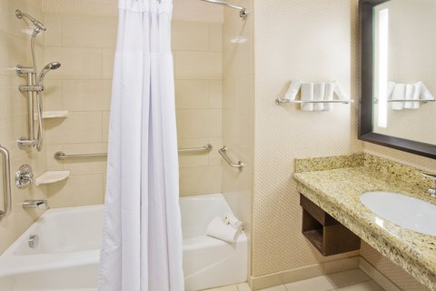 Crowne Plaza ANCHORAGE-MIDTOWN - ADA Accessible Guest Bathroom