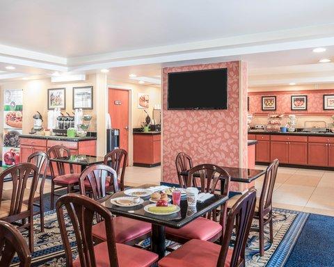 Quality Inn & Suites - Breakfast Seating