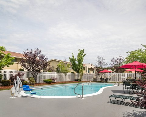 Quality Inn & Suites - Pool