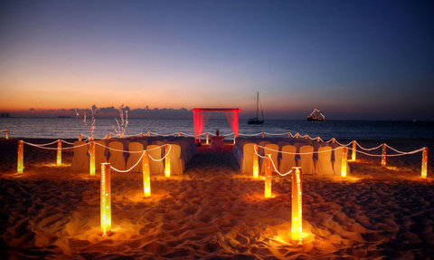 InterContinental PRESIDENTE CANCUN RESORT - Wedding ceremony at the beach