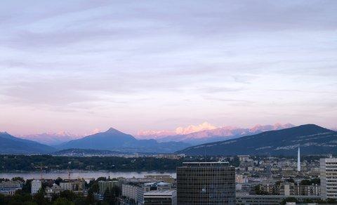 انتركوتيننتال جنيف - Enjoy the View of Geneva  the Lake and Mountains at Sunset