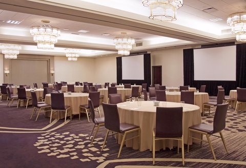 Doubletree By Hilton Hotel Minneapolis North - Round Table Setup