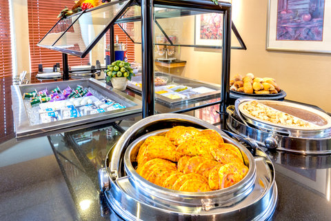 Staybridge Suites BROWNSVILLE - Breakfast Bar