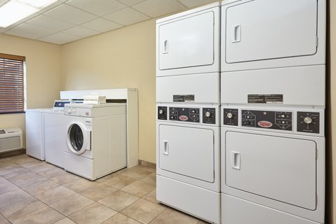 Candlewood Suites AURORA-NAPERVILLE - Laundry Facility