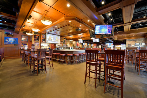 BEST WESTERN PLUS Dubuque Hotel & Conference Center - Champps Americana Bar