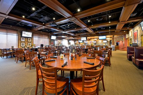 BEST WESTERN PLUS Dubuque Hotel & Conference Center - Champps Americana Restaurant   Bar