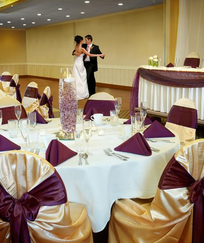 BEST WESTERN PLUS Dubuque Hotel & Conference Center - Weddings are our specialty