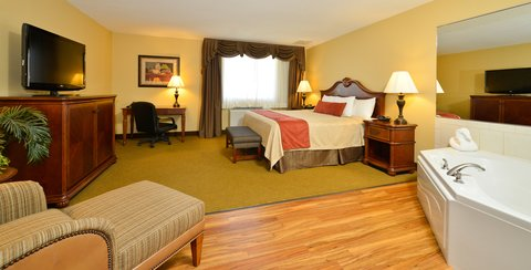 BEST WESTERN PLUS Dubuque Hotel & Conference Center - King Whirlpool