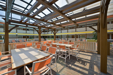 BEST WESTERN PLUS Dubuque Hotel & Conference Center - Atrium Seating