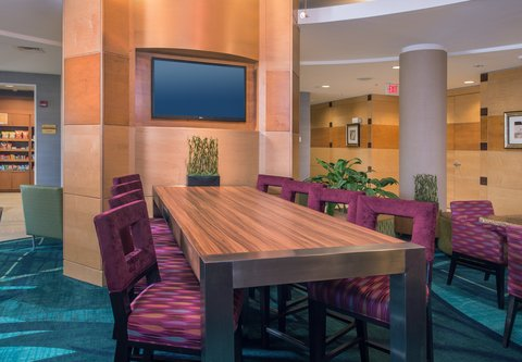 SpringHill Suites Hagerstown - Communal Table