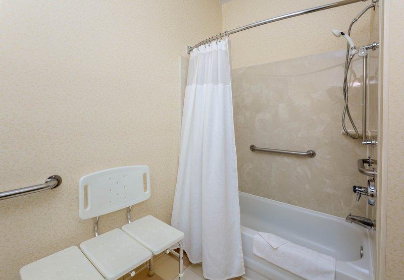 Days Inn Suites Kokomo In Kokomo In 46902 Citysearch