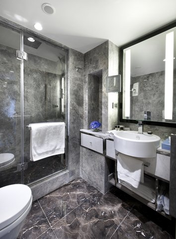 The Marmara Taksim - Deluxe Club Junior Bathroom at The Marmara Taksim