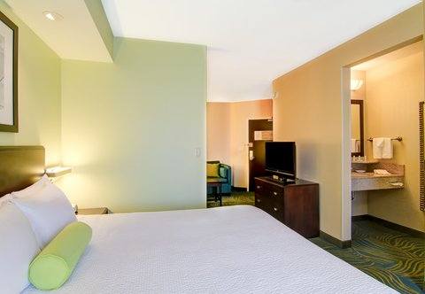 SpringHill Suites Erie - King Suite - Sleeping Area