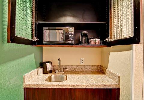 SpringHill Suites Erie - Suite Wet-Bar