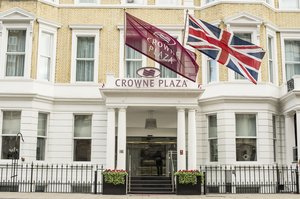 Crowne Plaza London Kensington Entrance