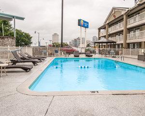 Pool - Comfort Inn Demonbreun St Nashville