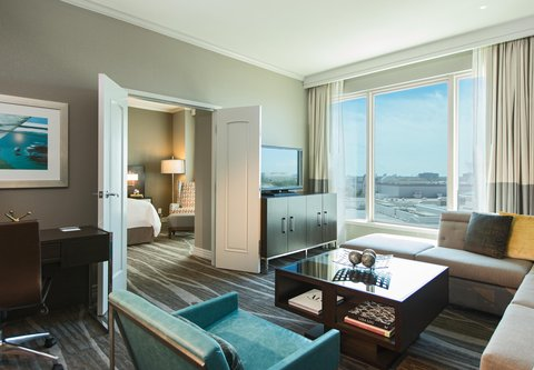 Renaissance Tampa International Plaza Hotel - Executive King Suite Living Area