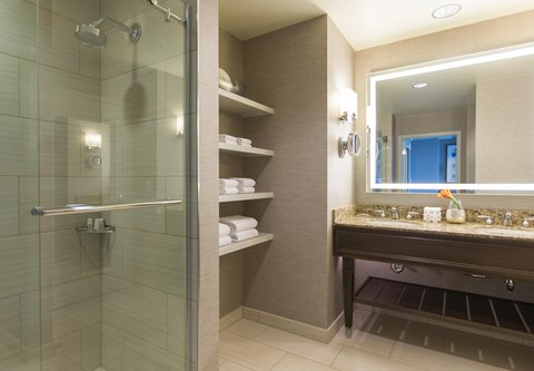 Renaissance Tampa International Plaza Hotel - Executive Suite Guest Bathroom